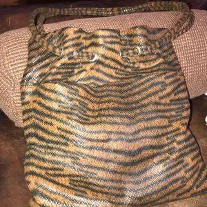🌻UNDER$10 Tiger stripe in excellent condition!